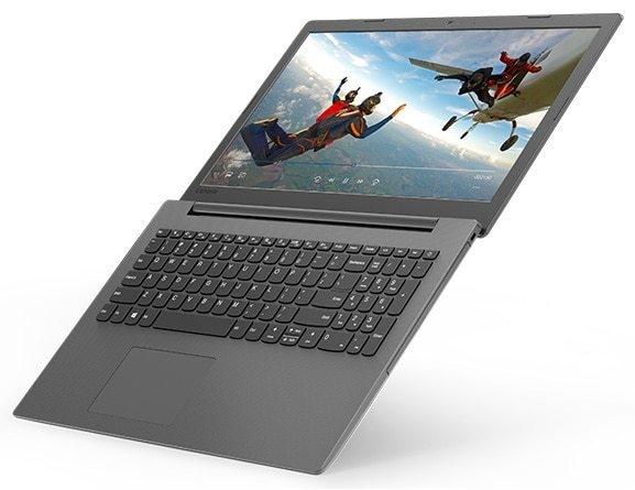 Lenovo Ideapad 130 (15), angle de vue supérieur droit, ouvert à 180 degrés.